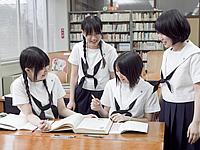 西南女学院高等学校制服画像